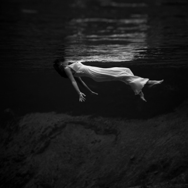 debajo agua