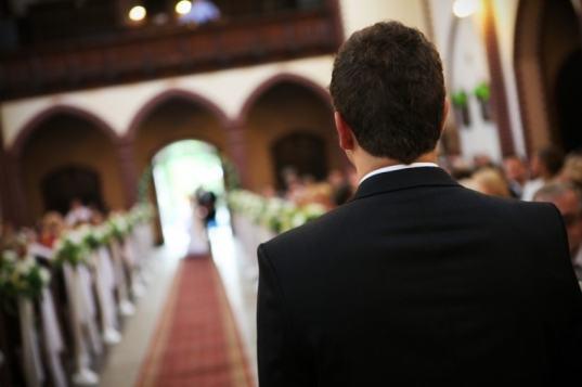 ceremonia-novio-espera-altar-iglesia